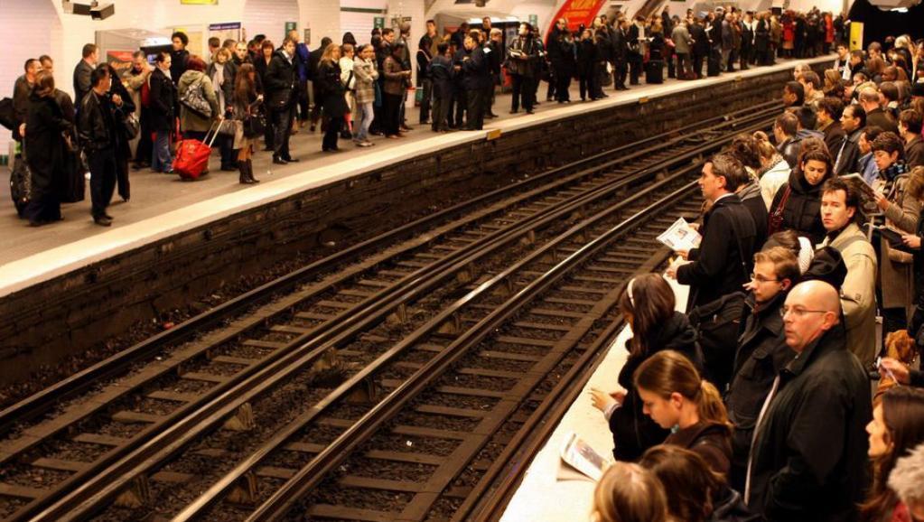فلج شدن سیستم حمل و نقل عمومی فرانسه به دلیل ادامه اعتصابات