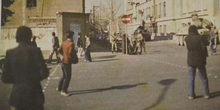 از شهدای شکنجه شده انقلاب عکس انداختم