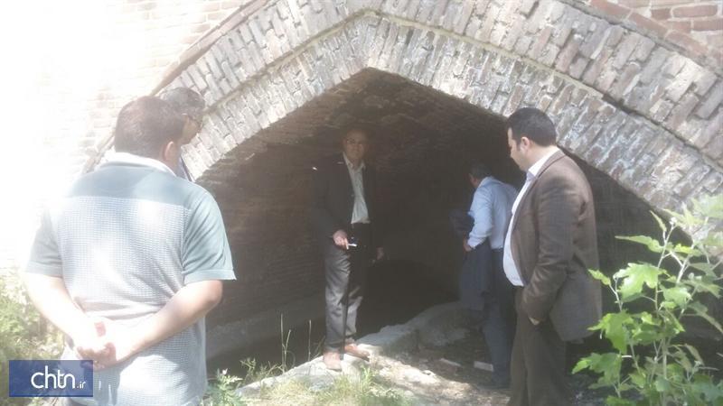 فرماندار: فرایند بازسازی پل تاریخی قیرمیزی کورپی نیر مطلوب است