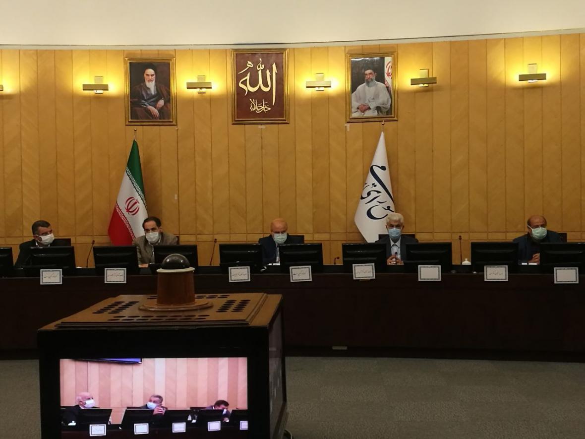 بررسی شرایط کرونا با حضور قالیباف و مسئولان بهداشت و درمان در مجلس