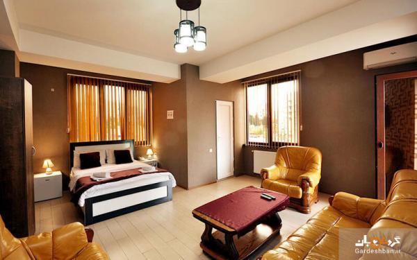 هتل 3 ستاره کاولا؛ هتلی با چشم انداز شهر و کوه و باغ در تفلیس، عکس
