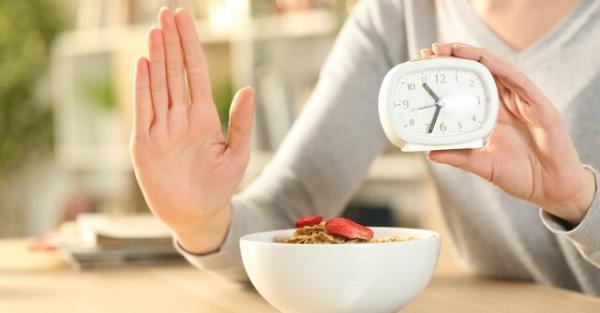 تاثیر منفی تغییر رژیم غذایی و ساعت شبانه روز بر چربی های سالم