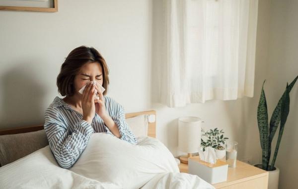 14 درمان خانگی عالی برای سرماخوردگی تابستانی (و راه های پیشگیری از آن)